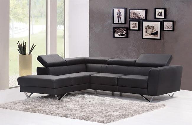 фотографии над диваном